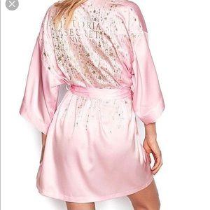 c550f72ff1a Victoria s Secret · New Victoria Secret Pink NY FASHION SHOW Robe ...